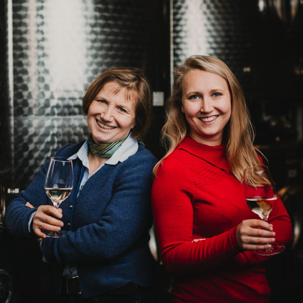 Vinodea | Weinhandlung | Winzerinnen | Birgit mit Anna